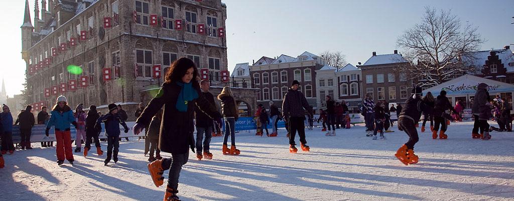schaatsen op de markt in Gouda