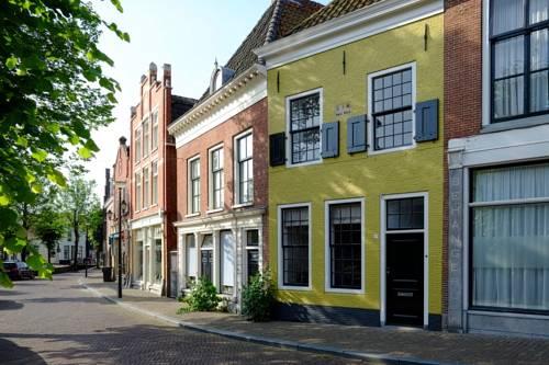 Huisje aan de gracht in Franeker